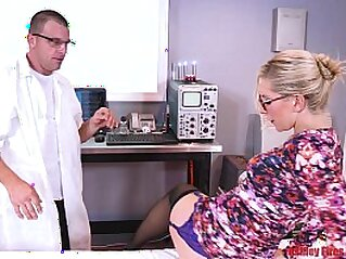 doctor  ,  DP  ,  family orgy  ,  MILF  ,  mom   chinese porn